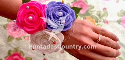 Manualidad de Alfiletero de flores en forma de rosas y como accesorio en la muñeca